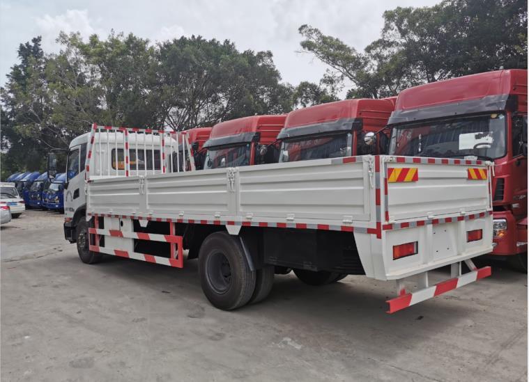 珠海天龙9.6米栏板运输车的报价